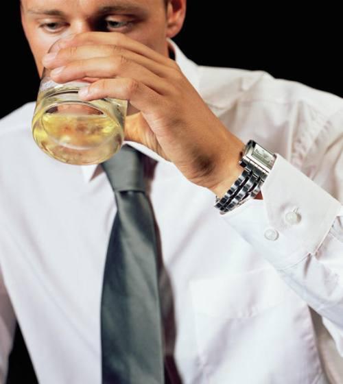 Ayuden salvar a la mujer del alcoholismo